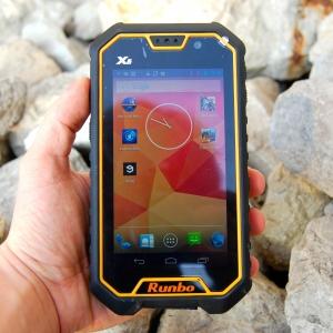 Runbo X6 in der Hand