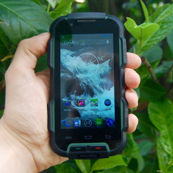 simvalley MOBILE SPT-900 in der Hand